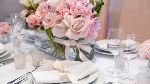 Décoration de table à dominante rose : comment s'y prendre ?